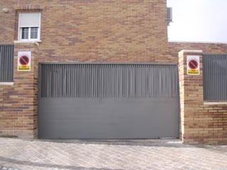 Automatismos barreras de seguridad instalacion de for Automatismo puerta corredera